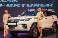 can-canh-toyota-fortuner-2016-moi-ra-mat-tai-malaysia