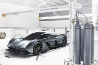 video-can-canh-hang-nong-aston-martin-red-bull-001