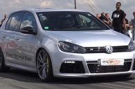 video-volkswagen-golf-r-gay-choang-voi-cong-suat-800-ma-luc