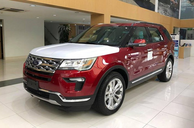 nhung-hinh-anh-dau-tien-ve-lo-xe-ford-explorer-limited-2018-moi-cap-cang-viet-nam