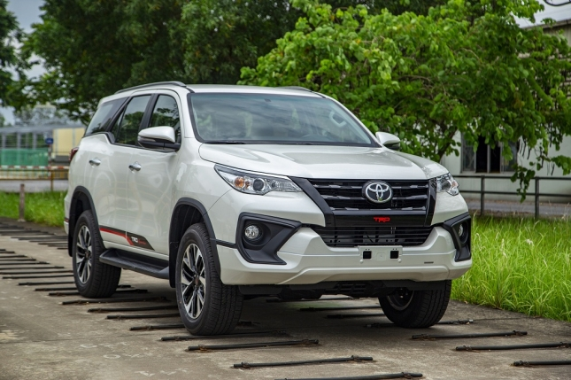 toyota-viet-nam-cong-bo-gia-ban-le-moi-cho-hilux-va-fortuner-trd-2019