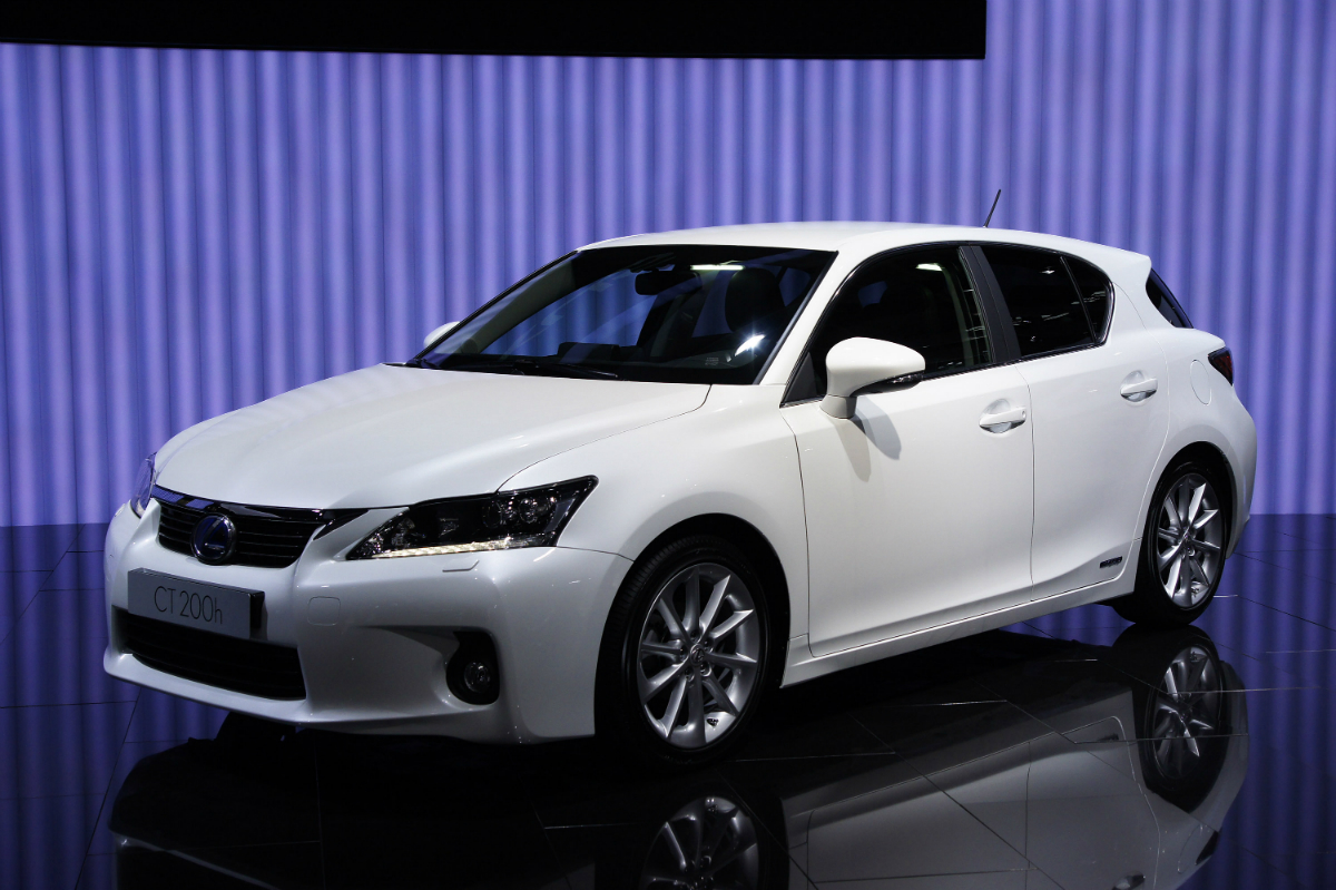 lexus-ct-200h-doi-thu-cua-bmw-1-series-audi-a3