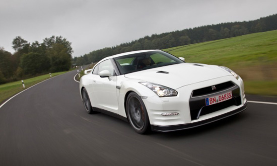 nissan-gt-r-2012-thoa-con-khat-toc-do