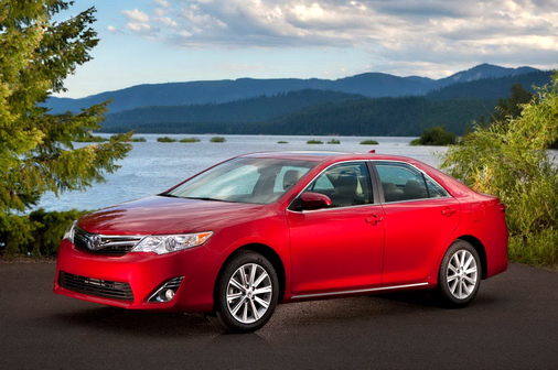 noi-that-toyota-camry-2013-se-sang-trong-hon