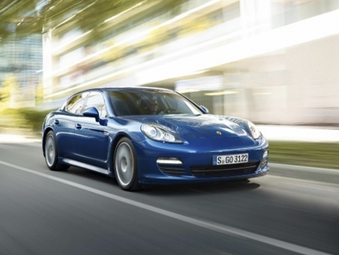 can-canh-xe-xanh-panamera-s-hybrid