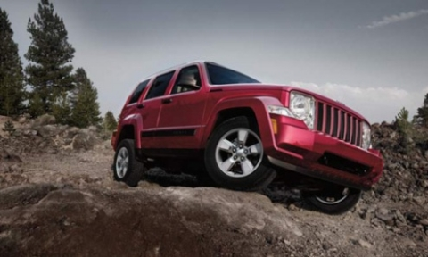 suv-dot-pha-nam-2012-jeep-liberty