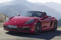 video-can-canh-porsche-718-gts-manh-me-hon-voi-dong-co-4-xylanh-nam-ngang