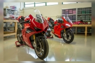 can-canh-chiec-ducati-panigale-v4-r-do-choi-ty-le-11